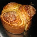 ファンファン - 期間限定のマンゴークリームを使用したマーブルパンです。