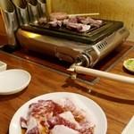 さんたま - 肉を焼いている景色