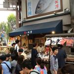 本池澤 - 普段は店頭販売している感じだが、この日は屋台風にテラス席も用意されていた。