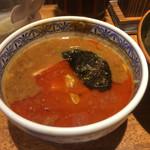 三田製麺所 - 辛つけ麺 つけ汁