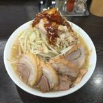 ラーメンいつき - 醤油 豚まし 麺少なめ(100g) ヤサイマシマシアブラカラメ甘め