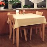 ルッコラ - 2人掛けのテーブルです。