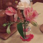 ルッコラ - テーブルの上のお花です。