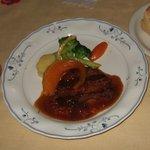 ルッコラ - お肉のコースのメインの、牛肉のカツレツです。