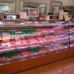 肉のオカヤマ直売所 - 精肉店スペース