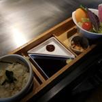 神戸六甲道・ぎゅんた - 新鮮野菜、とろろ、つけダレ、麦飯