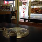 マシソヨ - 席からの眺め・・提供されてのは暖かい麦茶です