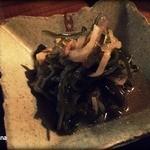 沖縄料理の店しぃぐゎー - お通し:切昆布の炒め煮(?)