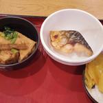 Domannaka - 【ランチ】 メインを一品、小鉢を二つ それで\700
