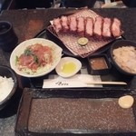 とんかつ マンジェ - ブランド豚1位超ゲキレアメニュー「東京X」ラージサイズ定食(4,190円込み)(2016年2月)