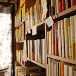 珈琲舎・書肆アラビク - 本に囲まれると落ち着きます。