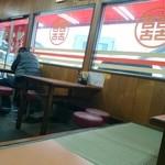 餃子館 - 店内