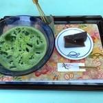 三芳家 - 冷抹茶 650円(お菓子付き)