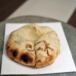インド料理 想いの木 - 幸せ薫るチーズナン フルムダンベールの香り
