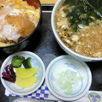 大村庵 - かつ丼セット(かつ丼・わかめうどん)