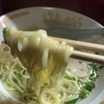 小洞天 - ラーメン(650円)麺リフト