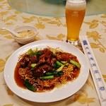 47729572 - 『牛バラ肉の焼きそば(スープ付)』(1350円)と『生ビール(中)』(750円)~♪(^o^)丿