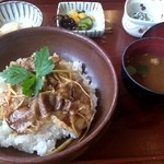 旬菜千味 さぎ草 - 篠山うまいもん丼(1620円)