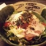 うるる - 生ハムと温泉卵のシーザーサラダ ¥600