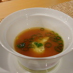 47734741 - トマトとサフラン風味のスープ、海老芋のビューレ入り、万能ねぎ添え