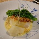 和モダンフレンチたかはし - 天然平目のグラチネ、サバイヨンソース、春野菜の天ぷらと菜花添え