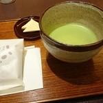宝泉 JR新幹線京都駅店 - お抹茶、干菓子と赤ざや餅 2016.2