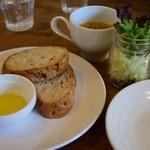Link-cafe - ランチのパンとサラダ