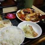 一家 - 牛肉とネギ炒め定食