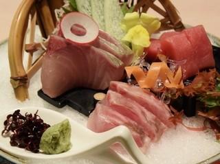 日本料理 みつき - 刺身3品盛合せ1580円(奄美の本鮪・鹿児島の間八・長崎のいさき)