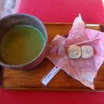 岡山後楽園 福田茶屋 - お抹茶(団子付き):500円