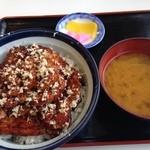 ドライブインいとう - 期間限定ぶっかけ山わさび豚丼(漬物、みそ汁付き)1080円
