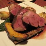 47750712 - NZ産仔羊モモ肉のロティ ニンニク風味の赤ワインソース2