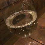 三ッ寺バル SHARE - 白ワイングラス 500円 ぬるい。。。