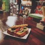 焼鳥BAR GARAGE - 美味しいパンが仕入れれた時にあらわれるレアなメニュー。子持ちシシャモサンド