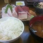 47758961 - まるはち定食(刺身、小鉢、ご飯、味噌汁)