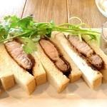 山小屋の台所 ミートラボ - 熟成豚カツサンド