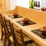 日本料理 椿 - 明るく落ち着く雰囲気です