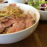 ガーデンバール&コーヒージャパン - 月曜。日替わりランチ。ローストポーク丼。美味し〜 これも薄味