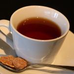 オブスキュール - 食後のドリンクは、紅茶かコーヒーで。これは紅茶