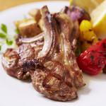 ハーブマリネした仔羊肉のグリル