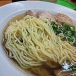47787771 - 小麦の風味が豊かな麺量300gはあるだろう、縮れ太麺