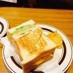 ピノキオ - トーストのサンドイッチ