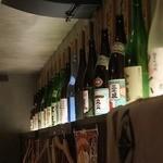 なだ飯家 - お酒の一升瓶がいっぱい!