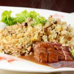 伊丹 肉酒場 肉ばっかやん - 炙り牛肉のガーリックバターライス