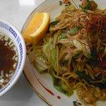 春本食堂 - 春本 ピリ辛でこってり太麺の担々やきそばです!