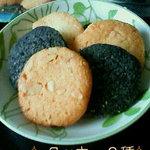 4780335 - レジ横で買ったクッキー(カシューナッツ&竹炭)(※自宅にて開封し撮影)