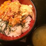 鮨健 - ばくだん丼(ネタかけ後)