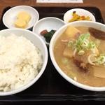 吉田とん汁店 - 豚汁定食 ごはん大盛(680円)