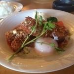キャッツカフェ - 若鶏のミラノ風カツレツ 温泉卵添え