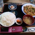 47806623 - ホルモン炒め定食ご飯大盛り:全景図 by ももち